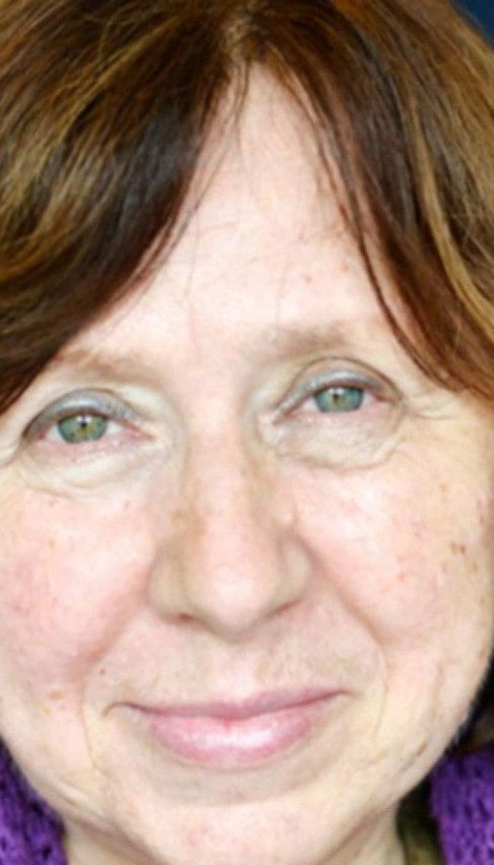 Писательница Светлана Алексиевич заявила о давлении со стороны белорусских властей