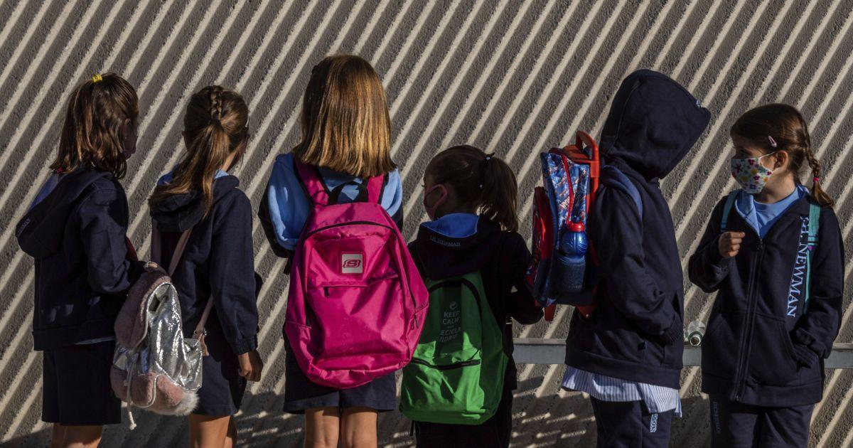 """""""Боялася коронавірусу"""": під Запоріжжям суд покарав матір, яка від вересня не водила дитину до школи"""