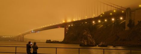 Запад США охватили рекордные пожары: небо в городах стало оранжевым, а виды — апокалиптическими
