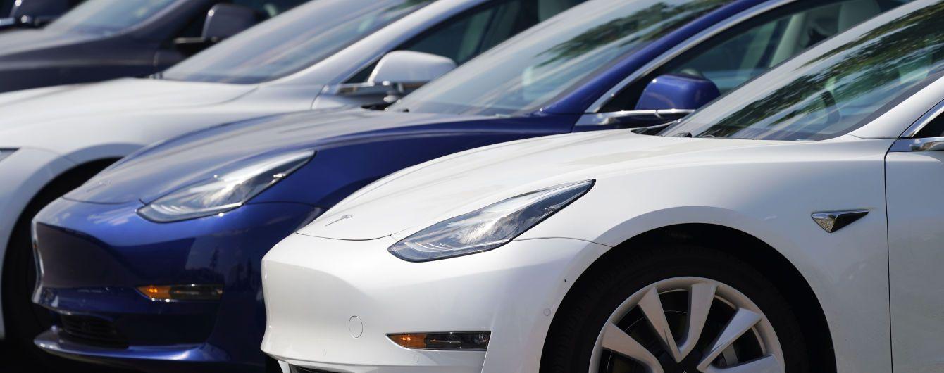 Акции Tesla серьезно потеряли в цене: почему так произошло