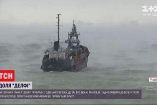 """З пляжу прямісінько у відкрите море: """"Делфі"""" транспортували на воду"""