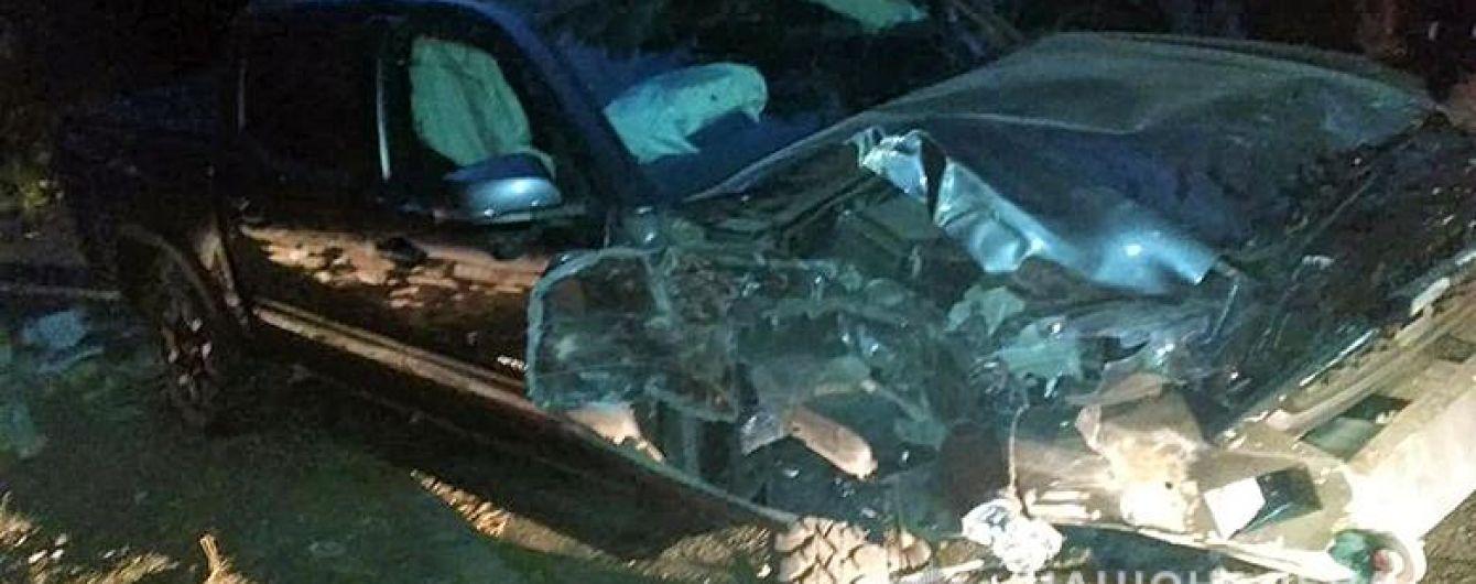 Взял покататься: в Киеве пьяный работник СТО влетел в стену на Toyota Tacoma клиента