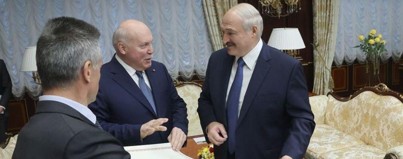 Посол РФ подарував Лукашенку карту білоруських губерній у складі Російської імперії