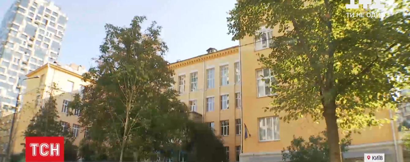 """У київській гімназії, де евакуювали учнів, вибухівку не знайшли: як заклад щодня потерпає від """"мінування"""""""