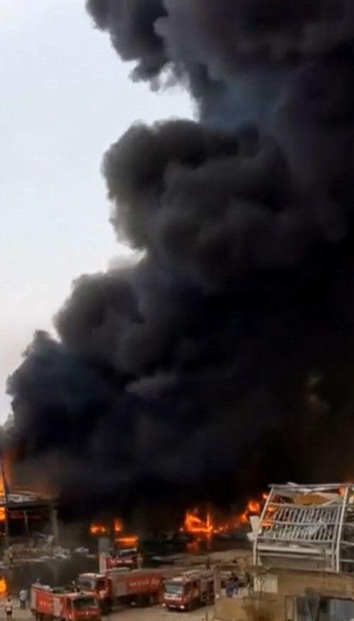 У Бейруті горять руїни порту, знищеного потужним вибухом напередодні