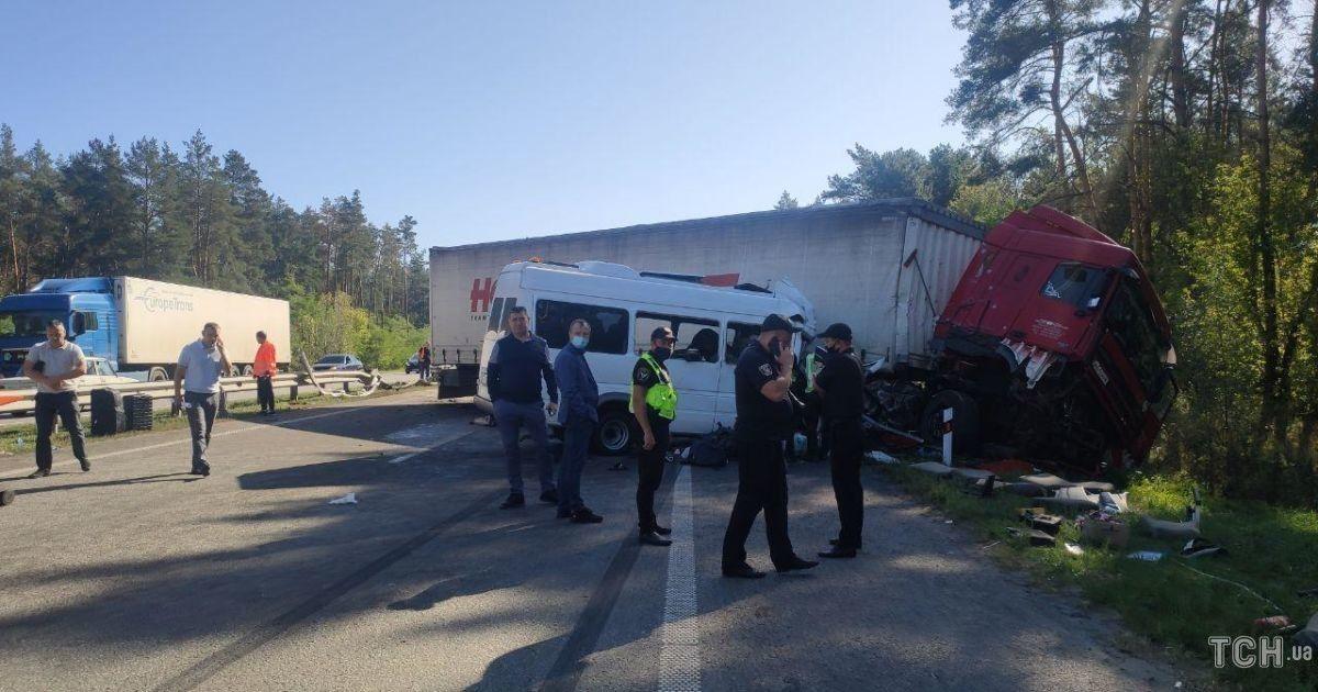 Страшная авария с погибшими под Киевом: прооперированы восемь из 12 пострадавших