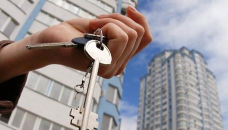 Мошенники перепродали квартиру киевлянина, пока тот был за границей
