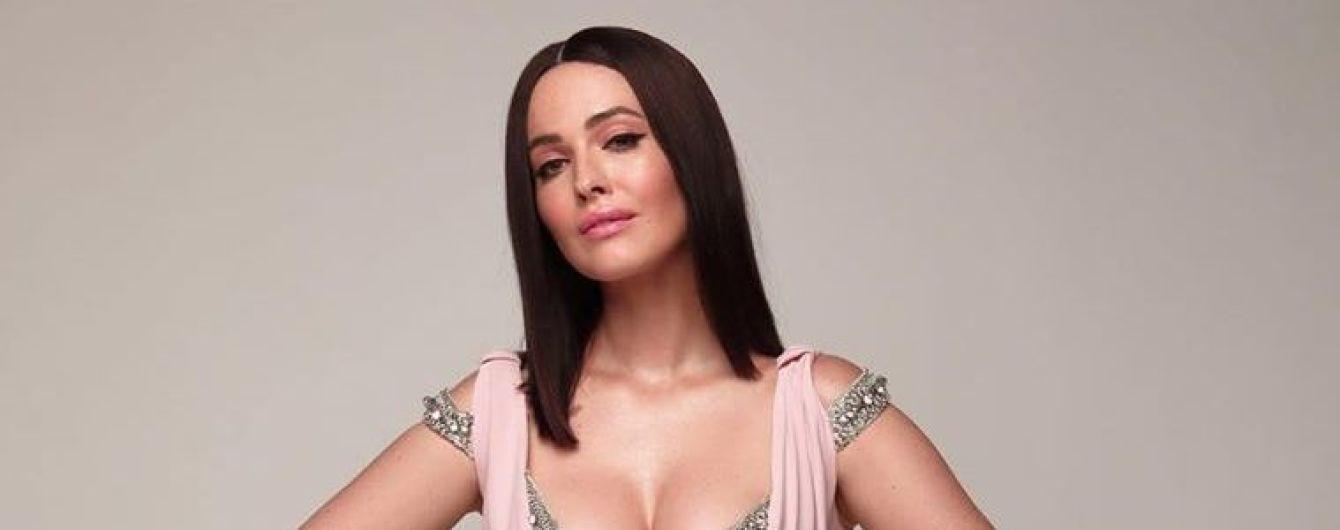 У ніжно-рожевій сукні з відвертим декольте: Даша Астаф'єва захопила новим аутфітом