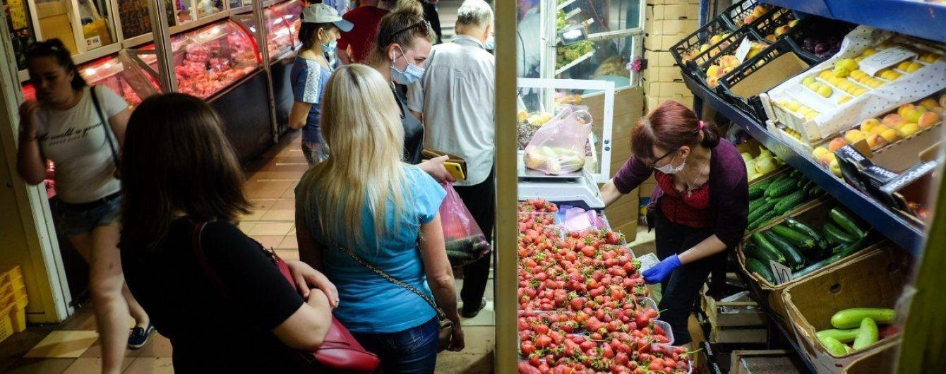 """""""В Ухані все почалося з ринку"""": Степанов несподівано заїхав на базар у Чернігові і виявив порушення карантину"""