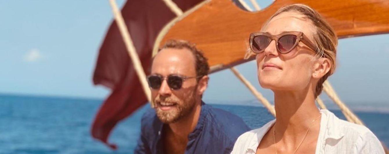 Джеймс Міддлтон показав свою наречену в купальнику і опублікував світлини з романтичної відпустки