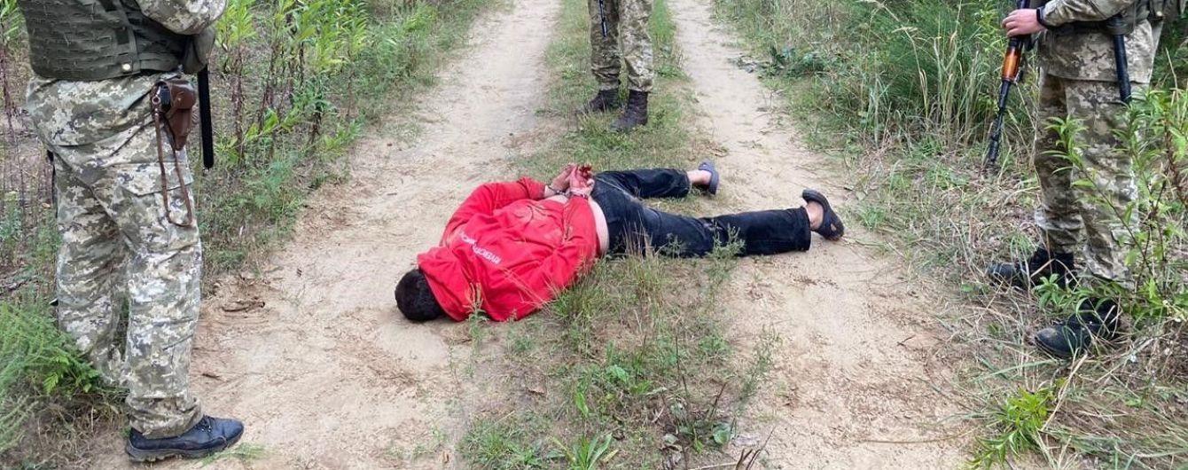 У Львівській області на прикордонника напали з ножем: правоохоронцям довелося стріляти