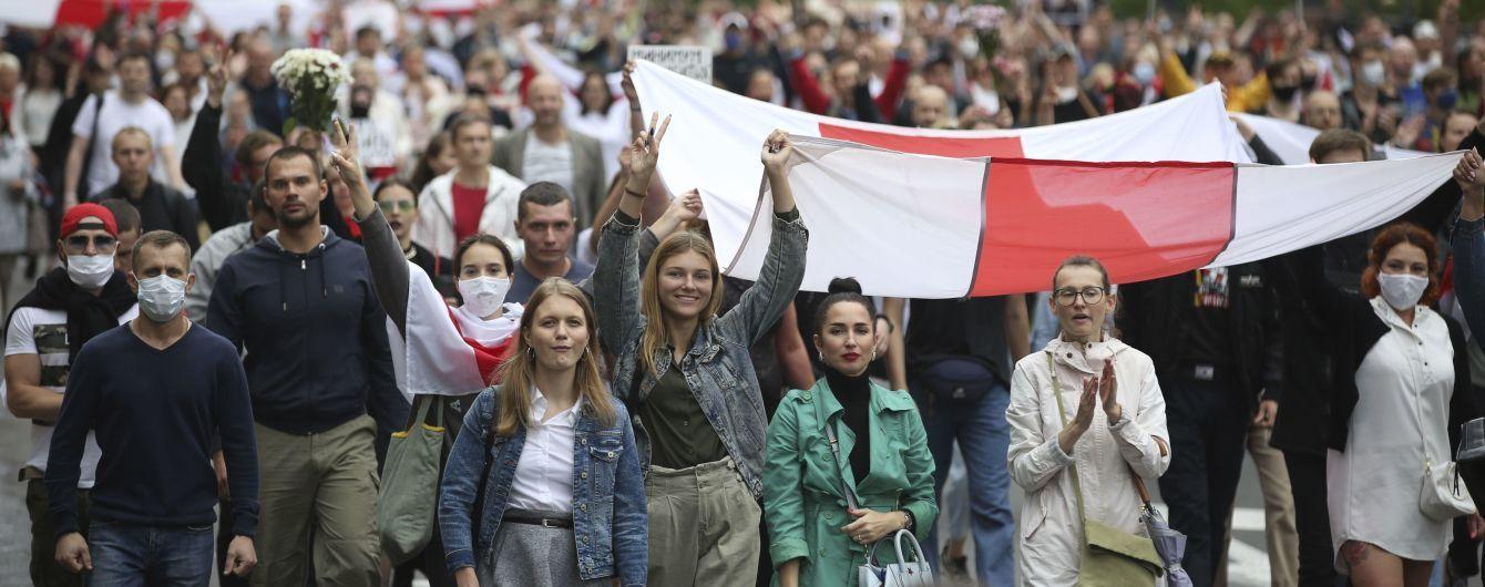 Чотири країни ЄС пропонують запровадити безвіз для білорусів