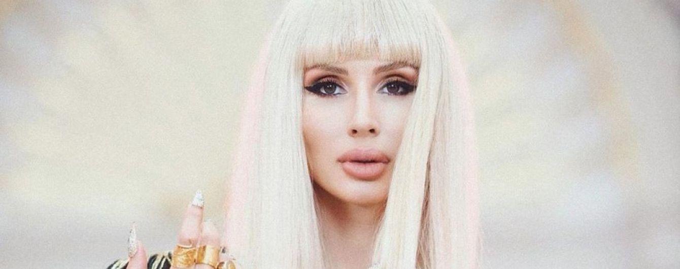 Світлана Лобода спричинила фурор у шкіряній мінісукні