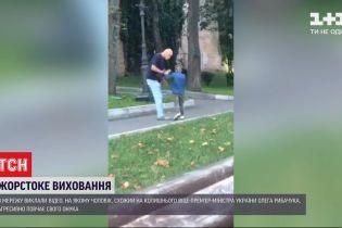 В Сети появилось видео, на котором якобы ексчиновник воспитывает своего внука с криком и замахиваниями