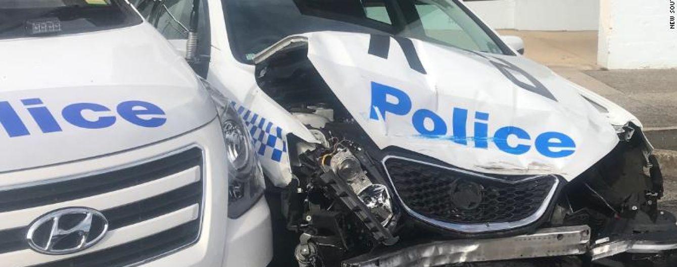 """""""Самый быстрый в Австралии арест"""": мужчина перевозил около 300 кг наркотиков и врезался в полицейские машины"""