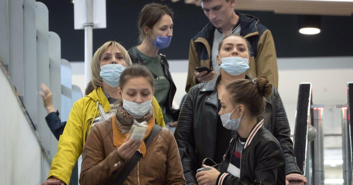 Україна зараз зустрічає справжню першу хвилю коронавірусу: лікар розповів, коли стане легше