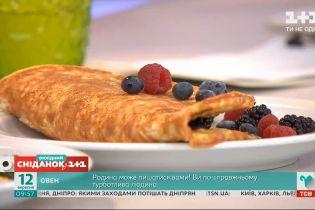 Сніданок чемпіонів: вівсяні млинці з солодкою і солоною начинками