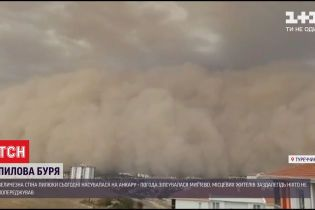 Турецкую столицу накрыла огромная волна из песка и пыли