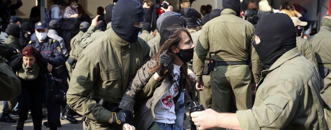 Не шкодували ані молодих, ані літніх: як ОМОН розганяв Марш жінок у Мінську