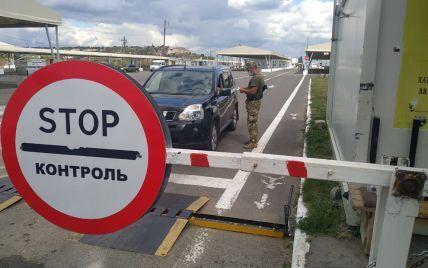 Штрафы за выезд из ОРДЛО через Россию отменены: Зеленский подписал соответствующий закон