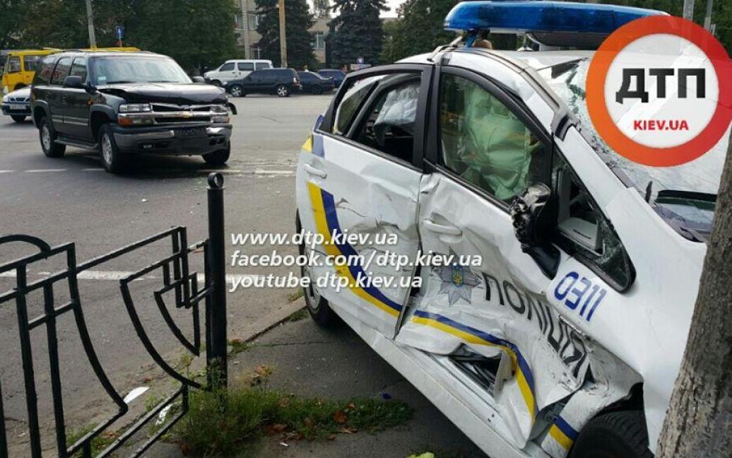 Chevrolet не разминулся с патрульной машиной / © facebook/dtp.kiev.ua