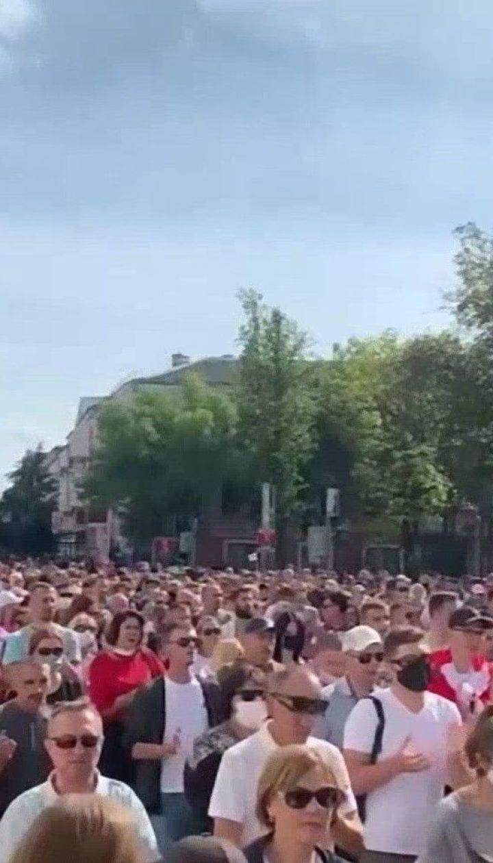 Марш к резиденции Лукашенко, светошумовые гранаты и первые баррикады: как Беларусь пережила эти выходные