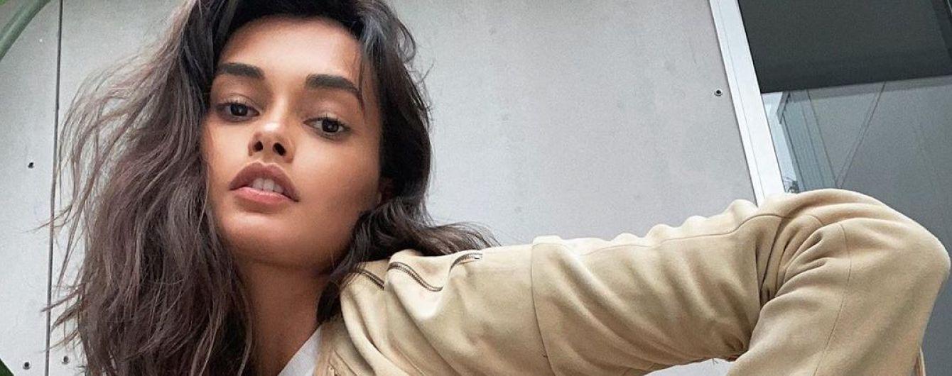 Жакет зі шнурівкою і яскравий аксесуар: Жизель Олівейра похизувалася вінтажним вбранням
