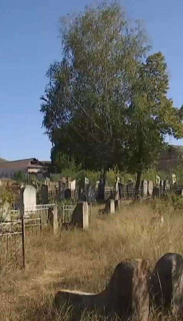 Восстановление исторической справедливости: в Богуславе спасают надгробия с еврейских захоронений