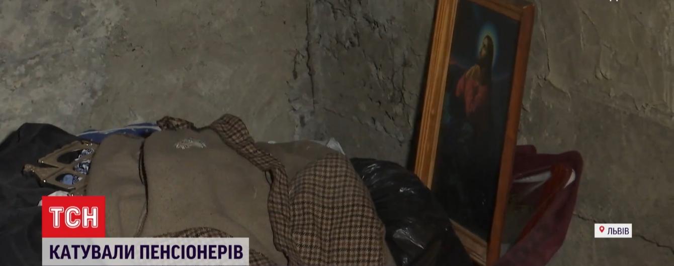 Били металлической палкой и посыпали гипсом: новые подробности пыток двух пенсионеров подростками во Львове