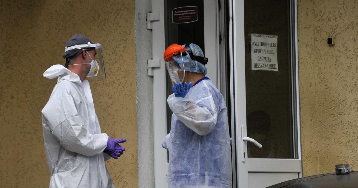 Коронавірус продовжує атакувати: в Україні четвертий день поспіль фіксують понад 4 тисячі інфікованих