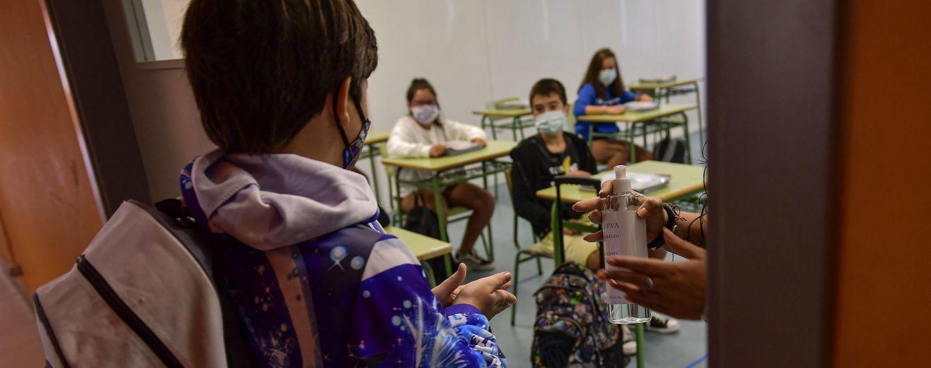 В Минобразования сообщили, перейдут ли все школы на дистанционное обучение