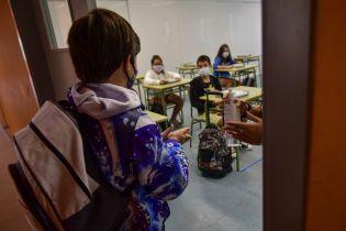Учиться дистанционно не хотят: как прифронтовые школы Донбасса приспосабливаются к новым условиям из-за коронавируса