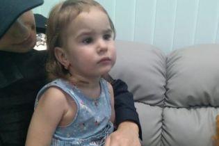 В Киеве потерялась двухлетняя девочка, ищут ее родителей: фото
