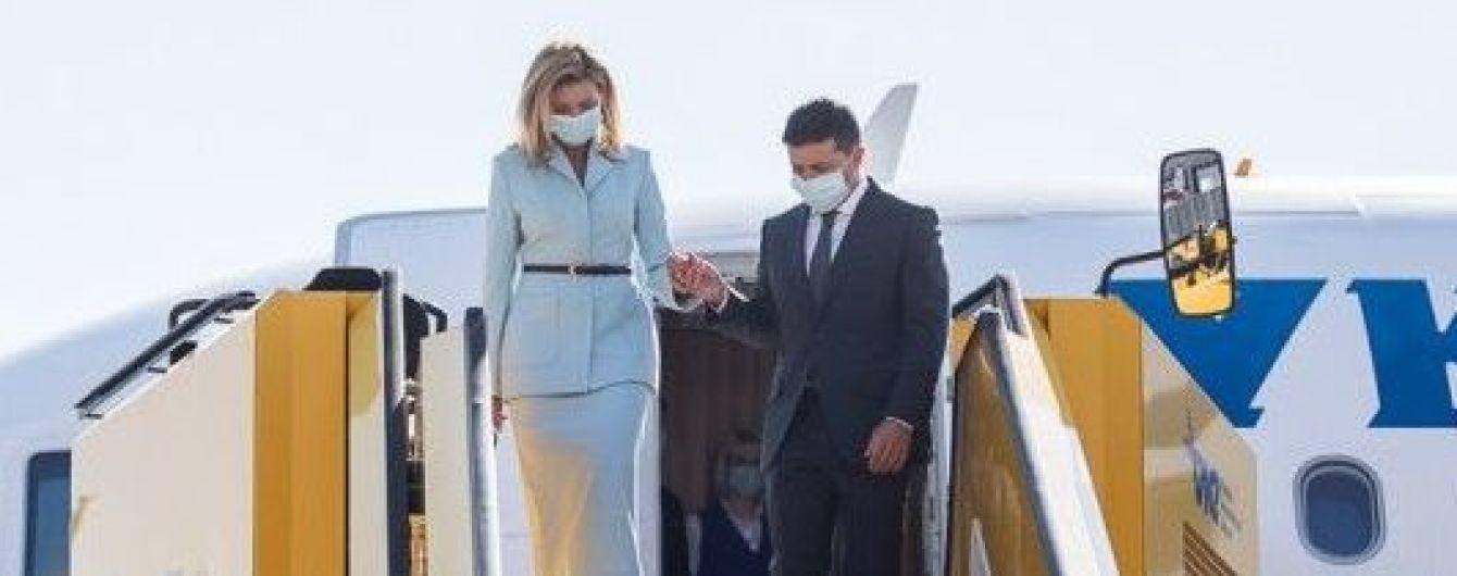 В светлом костюме и на шпильках: Елена Зеленская с мужем прибыла в Австрию