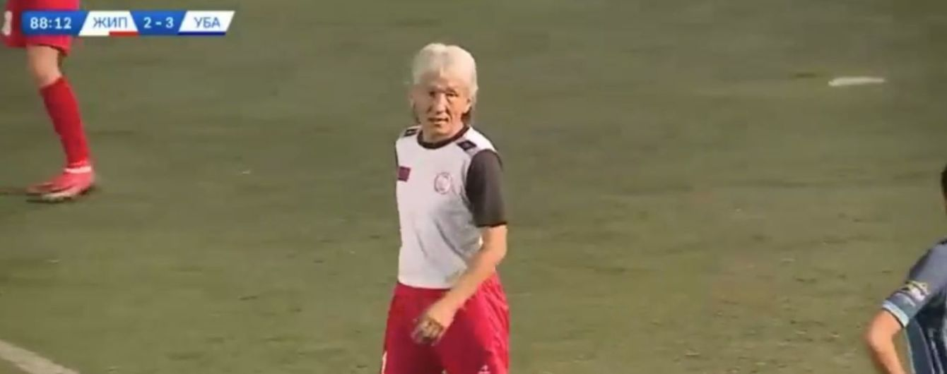 Повернувся на поле і побив рекорд: у Монголії зіграв у футбол 54-річний чоловік (відео)
