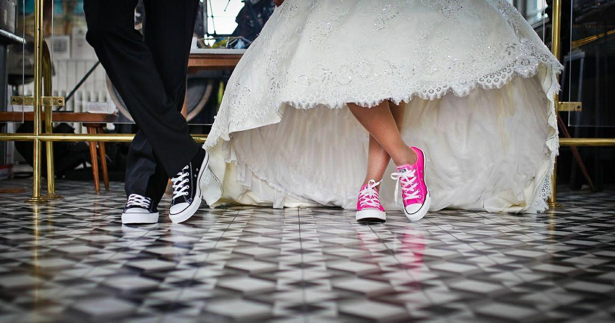 """Лечат"" коронавирус танцами на свадьбах: в Черновцах расследуют случаи нарушения карантина"