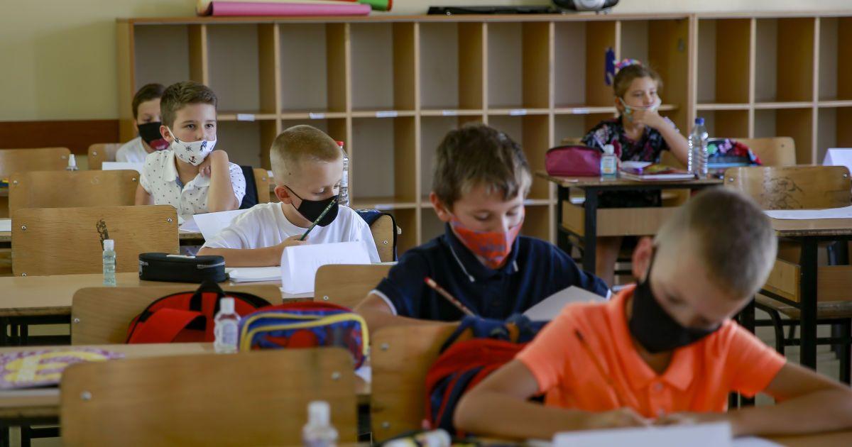 Стало відомо, скільки шкіл вже закрили через коронавірус у Києві