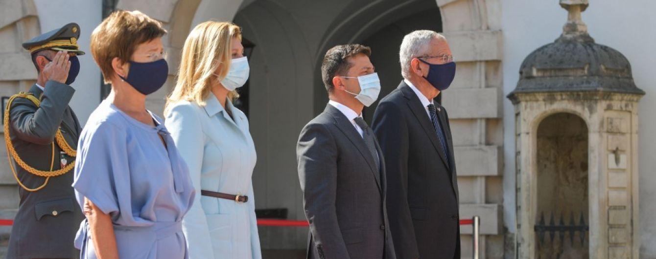 Визит в масках: Зеленский в Австрии провел ряд встреч, а вечером идет в местный трактир