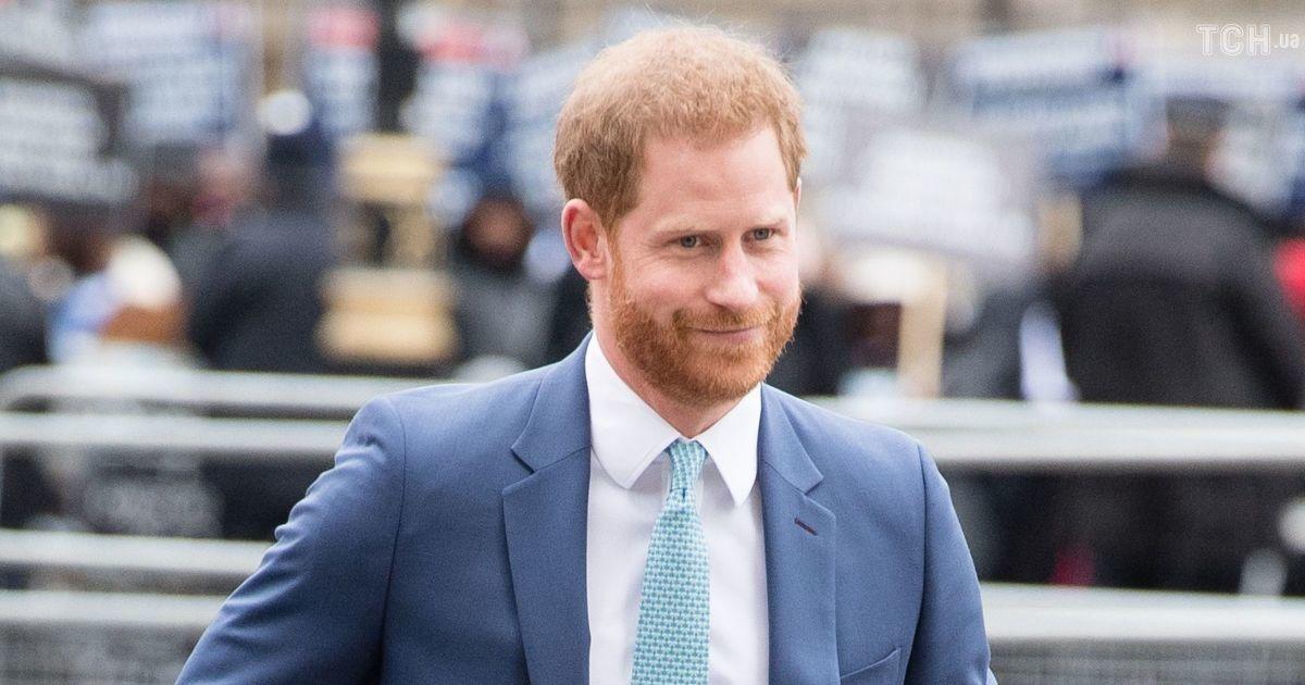 Смерть мужа Елизаветы II: принц Гарри вернулся в Британию - СМИ