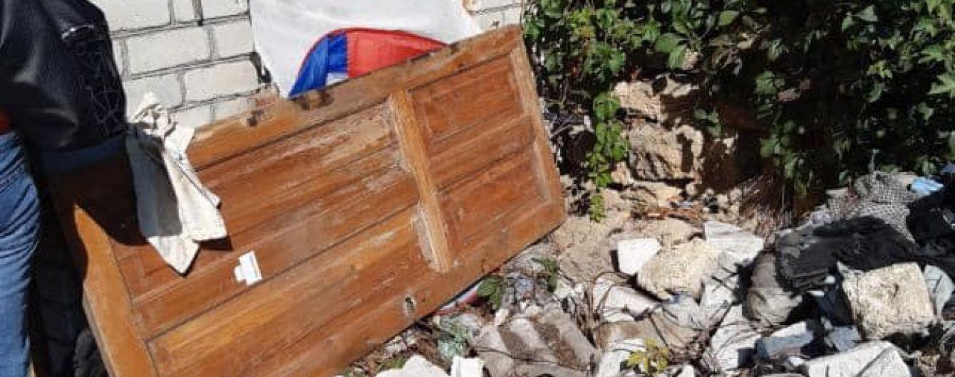 В Одессе женщина вместе с маленьким ребенком жила в заброшенном доме в антисанитарии: что случилось