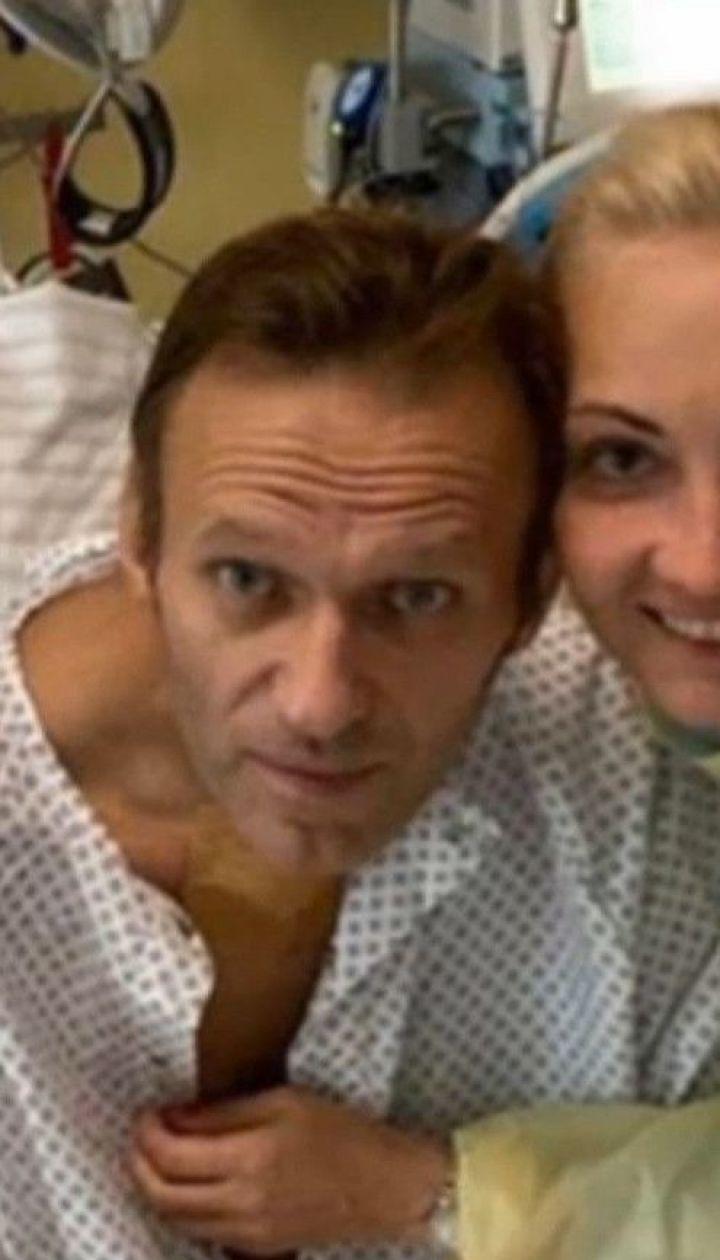 """""""Уже сам целый день дышу"""": Навальный опубликовал первое фото после выхода из искусственной комы"""