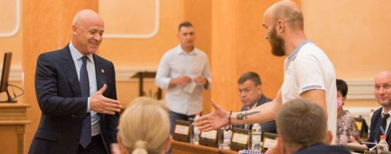Городской голова и одесский журналист пожали друг другу руку в знак примирения