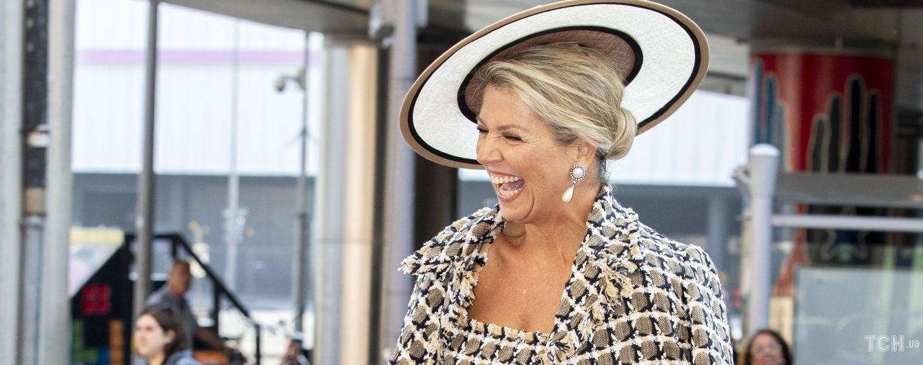 У сукні, жакеті та з сумкою Chanel: розкішна королева Максима приїхала до театру