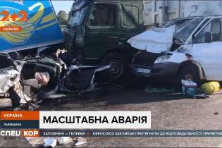 Масштабная авария на объездной Львова — столкнулось 6 машин