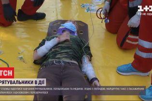 Гасили пламя и делали водяной барьер: как прошло обучение киевских спасателей