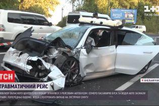 Вісім людей постраждали під час аварії біля Хмельницького