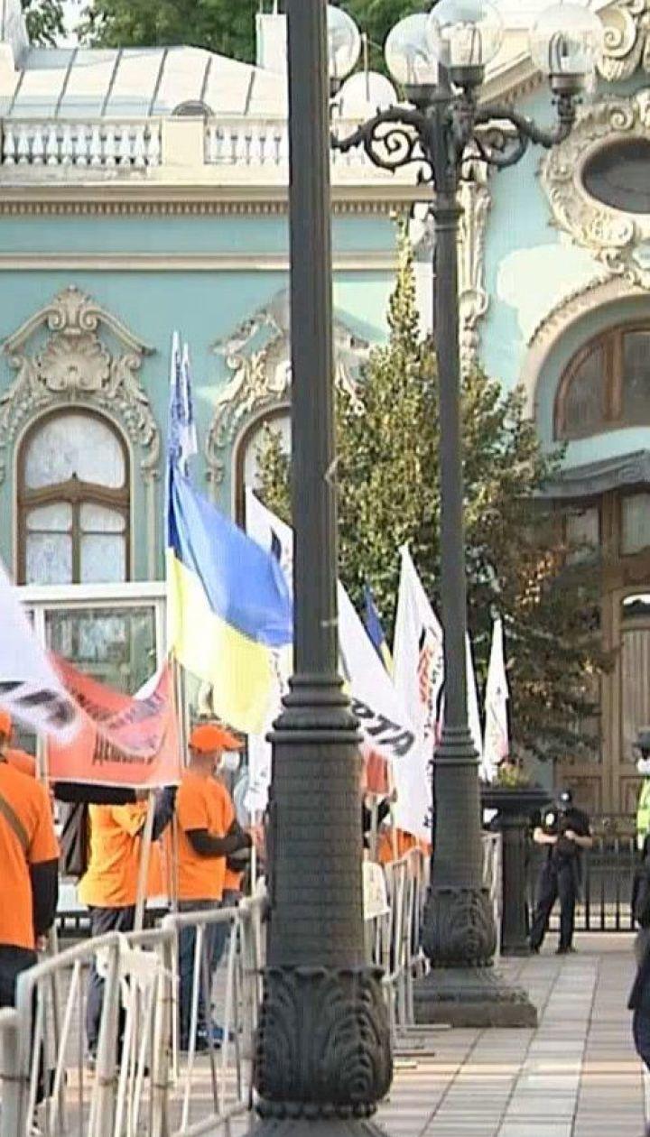 Нефтепереработчики требовали под стенами парламента установить единый акциз на топливо