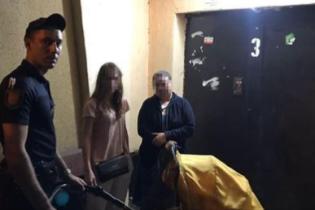 В Одесі нетвереза мати гуляла з немовлям проїжджою частиною і кидалася у бійку