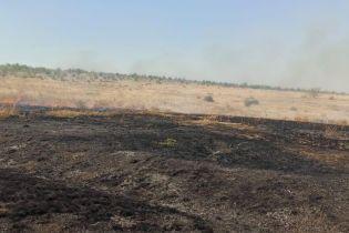 Жгли траву — сгорела дача: в Днепропетровской области осенняя уборка закончилась масштабным пожаром