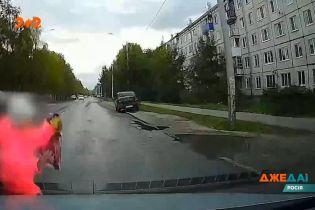 В Архангельську дві дівчини 9-ти років перебігали дорогу та потрапили у ДТП